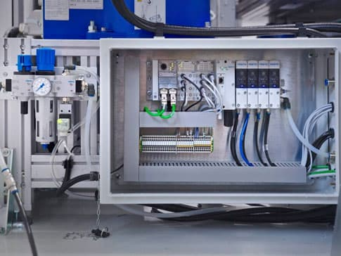 Imagen de un armario de maniobra eléctrico